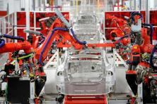 Robotic arms assemble Tesla's Model S sedans at the company's factory in Fremont, California. Photo: Reuters