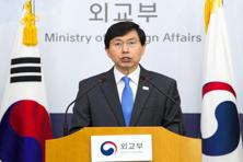 South Korean foreign ministry's spokesman speaks during a briefing over latest Pyongyang's missile test on 29 April 2017. The missile was fired at 5:30am on Saturday local time and appears to have failed. Photo: AFP