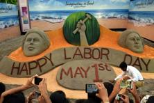 An artist creates a sand image on Labour Day at 'Odisha Parba 2017' event in New Delhi on Sunday. Photo: PTI