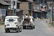 There have been several instances of Jammu and Kashmir policemen fleeing with service rifles and joining various militant outfits. Photo: PTI