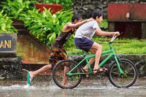 Wet land: Frolicking in the rains, a common Mumbai sight. Photo: Sattish Bate/Hindustan Times