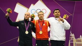 Narang (right) shot an aggregate 701.1 to win the bronze medal in the 10m air rifle event. Photo: London 2012