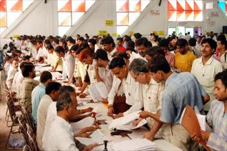 A file photo of people submitting their income-tax return forms at Pragati Maidan in New Delhi. Photo: Arvind Yadav/HT.