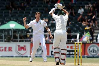 South Africa bowler Dale Steyn (left) takes the wicket of Pakistan's Junaid Khan on day four of the first Test match between South Africa and Pakistan, in Johannesburg at Wanderers Stadium on 4 February. Photo: AFP
