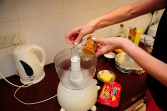 Put the biscuits in a food processor. Photographs: Pradeep Gaur/Mint