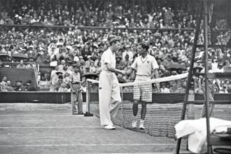 Donald Budge (left) after beating Bunny Austin in the 1938 final. Photo: A Hudson/Topical Press Agency/Getty Images