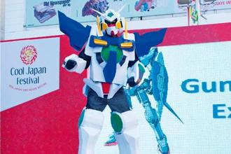 Cosplayer Daniel Victor in a 7ft-tall Gundam costume. Photo: Nishant Shah