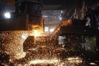 In October, the index of industrial production (IIP) shrank 1.6%. Photo: AFP