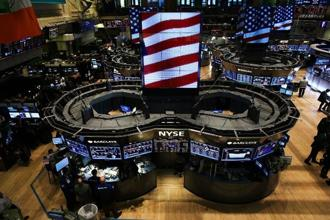 US stocks edged higher, recovering from earlier losses. Photo: AFP