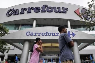 French retail giant Carrefour is pulling out of underperforming markets to focus on reviving flagging sales at home. Photo: Bloomberg