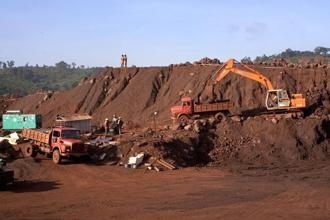 Iron ore production in India fell significantly in the past few years, from 218 million tonnes (mt) in 2009-10 to only 144mt in 2013-14. Photo: Bloomberg