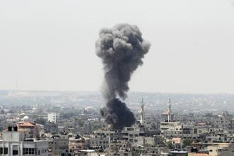 Smoke rises following what witnesses said was an Israeli air strike in Gaza City in July 2014. Photo: Reuters