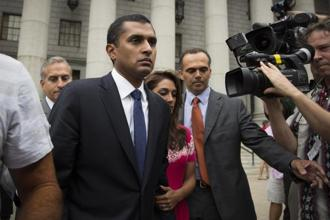 Former SAC Capital Advisors portfolio manager Mathew Martoma (centre) exits the US district court for the Southern District of New York. Photo: Reuters