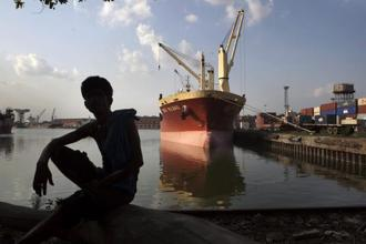 Chinese firms or groups with Chinese links are barred from bidding for Indian port construction contracts. Photo: Bloomberg