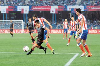 ISL matches staged in traditional football pockets such as Kolkata, Guwahati and Goa drew almost full houses. Photo: Indranil Bhoumik/Mint