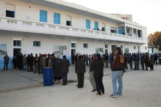 People line up outside a polling station to cast their vote during the first round of the Tunisian presidential election, in Tunis, Tunisia. Photo: AP