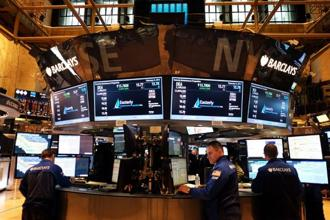 The Dow Jones industrial average rose 62.84 points, or 0.35%, to 17,924.98. The S&P 500 gained 12.71 points, or 0.61%, to 2,081.24 and the Nasdaq Composite added 33.34 points, or 0.69%, to 4,834.52. Photo: AFP