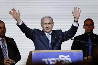 Israeli Prime Minister Benjamin Netanyahu waves to supporters at the party headquarters in Tel Aviv on Wednesday. Photo: Reuters
