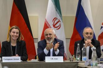 EU foreign policy chief Federica Mogherini, Iranian foreign minister Mohammad Javad Zarif and head of Iran Atomic Energy Organization Ali Akbar Salehi waits for the opening of a plenary session on Iran nuclear talks in Lausanne. Photo: AFP