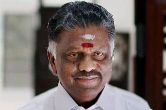 Panneerselvam wrote that he had learnt the central government was planning to let banks charge normal priority lending rates for farm loans, and introduce direct cash transfers in place of paying the subsidy through banks. Photo: PTI