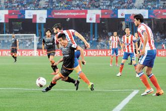 A file photo of a match between Atlético de Kolkata and Delhi Dynamos FC on 19 October 2014. Photo: Indranil Bhoumik/Mint