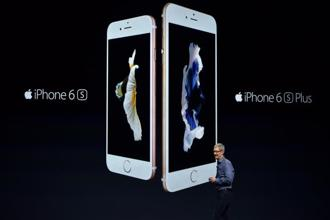 Apple CEO Tim Cook introduces the new iPhone 6s and 6s Plus during an Apple media event in San Francisco, California on 9 September 2015. Photo: AFP