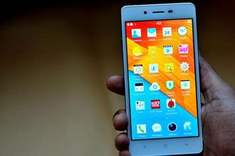 The more apps, music and videos in the internal storage, the slower phones become. Photo: Priyanka Parashar/Mint