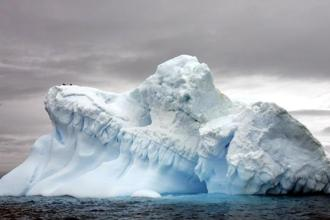 If the Greenland ice sheet melts completely, will drive up sea levels in the coming decades by about 20 feet. Photo: AFP