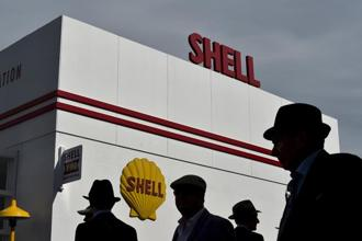Shell's upstream oil and gas production division, swung to a loss for the first time in years while its downstream refining and marketing division benefited from weak prices to run refineries more profitably. Photo: Reuters