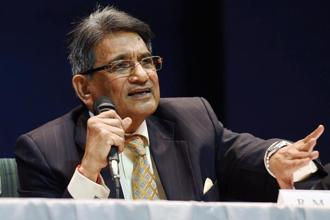 Chairman of the Supreme Court Committee on Reforms in Cricket Justice (retd.) R.M. Lodha addressing a press conference after tabling the committee's report in New Delhi on Monday. Photo: PTI