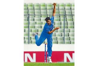 Avesh Khan bowling during the final of the Under-19 World Cup. Photo: Pal Pillai/Getty Images