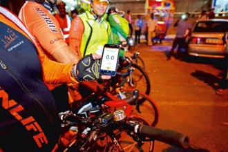 A cyclist displays the Strava app before a 200km ride from Delhi. Photographs: Pradeep Gaur/Mint