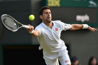 Novak Djokovic returns to US player Sam Querrey during their men's singles third round match on the fifth day of the 2016 Wimbledon Championships on 1 July 2016. Photo: AFP
