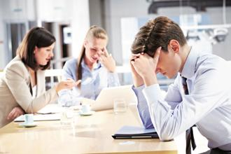 About 52% of employees think they are less effective at their work due to financial problems. Photo: iStockphoto