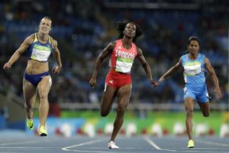 Trinidad and Tobago's Kelly-Ann Baptiste (center), India's Dutee Chand (right) and Ukraine's Olesya Povkh compete in a women's 100-meter heat during the athletics competitions of the 2016 Summer Olympics at the Olympic stadium in Rio de Janeiro on 12 August 2016. Photo: AP