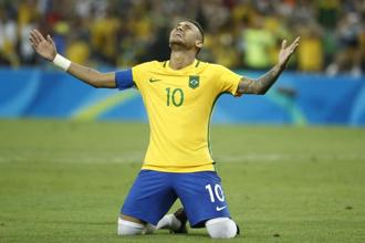 Brazil's forward Neymar after scoring the winning goal during the penalty shootout of the Rio 2016 Olympic Games men's football final match between Brazil and Germany at the Maracana stadium in Rio de Janeiro. Photo: AFP
