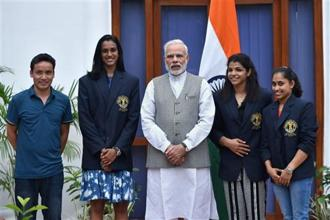 Prime Minister Narendra Modi poses with Olympic Medal Winners, Khel Ratna Awardees in New Delhi on Sunday. The players are silver medallist shuttler P V Sindhu (2L) bronze medal winning wrestler Sakshi Malik (2R), gymnast Dipa Karmakar (R) and ace shooter Jitu Rai. Photo: PTI