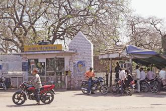 State-run fuel retailers such as Bharat Petroleum, Indian Oil and Hindustan Petroleum will add 1,300 rural outlets this fiscal year, 60% more than in the previous year. Photo: Hindustan Times
