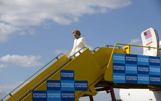 US presidential nominee Hillary Clinton disembarks from her plane as she arrives in Lakeland, Florida. Photo:NYT