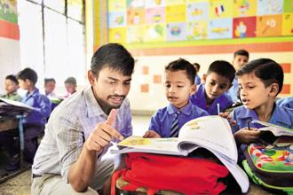 Saajha co-founder Saransh Vaswani, a recipient of MTF, at work in a municipal school in Delhi.