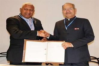 Prime Minister of Fiji Frank Bainimarama (left) and environment minister Anil Madhav Dave sign pleasantries in Marrakech. Photo: PTI