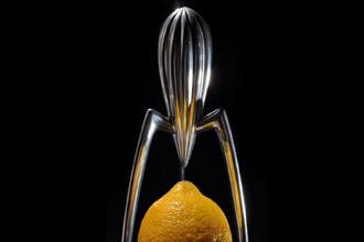 Juicy Salif designed by Philippe Starck for the home goods retailer Alessi in 1990. Photo: Wikimedia Commons