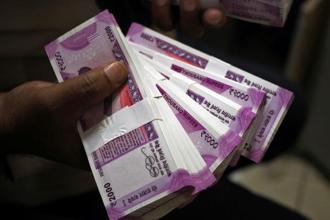 Rs8.11 trillion was deposited and Rs33,948 crore exchanged between 10-27 November after the government announced demonetisation on 8 November. Photo: Mint