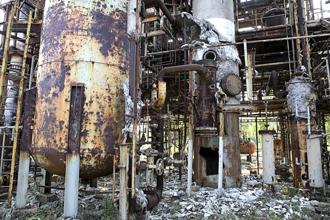 A file photo of the Union Carbide plant in Bhopal that led to the world's worst industrial disaster in modern history and loss of many lives. Photo: Madhu Kapparath/Mint