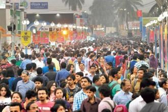 Around 2.5 million people visited the book fair at Kolkata last year. Photo: Hindustan Times.