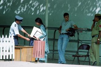 A file photo of visa applicants at the US Embassy in New Delhi. Photo: HT