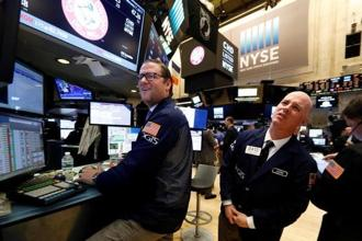 The S&P 500 index ended higher for the seventh session in a row on Wednesday, its first such streak since September 2013. Photo: Reuters
