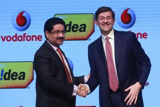 Kumar Mangalam Birla of Aditya Birla Group and Vodafone Group CEO Vittorio Colao after announcing the Vodafone-Idea merger. Photo: AP