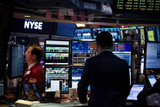 The dollar steadied as the promise of more rises in Federal Reserve interest rates this year helped it recover from multi-month lows hit on Monday. Photo: Bloomberg