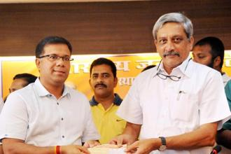 Former Congress minister Vishwajit Rane joins BJP in presence of Goa chief minister Manohar Parrikar at Panaji in Goa on Thursday. Photo: PTI